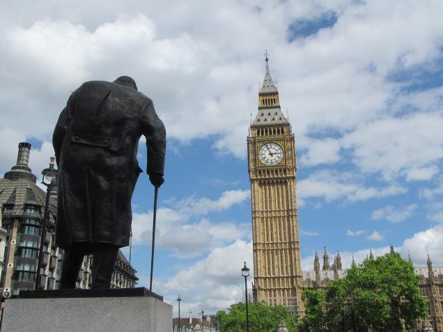 640 - walking around london