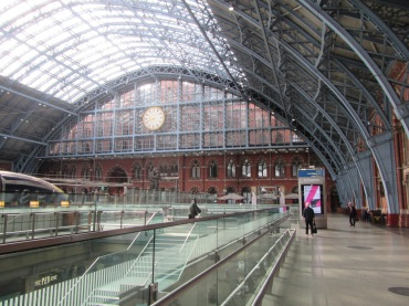 663- walking around london(St. Pancras Station - high speed 1)