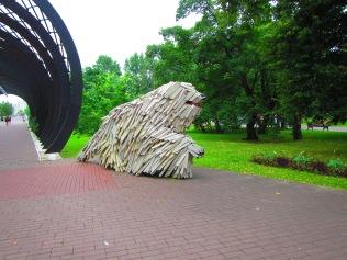 2812 - walking around Moscow(dogwood)