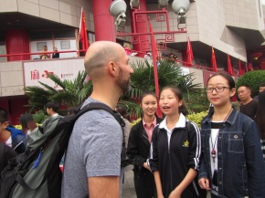 5608 - walking around Xi'an (christopher getting interviewed by local teens)