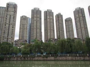 5703 - walking around Chengdu(water filter park)
