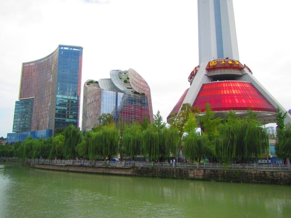 5709 - walking around Chengdu(water filter park)