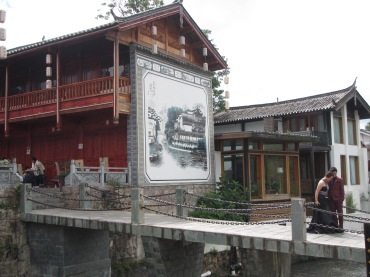 6206 - walking around lijiang