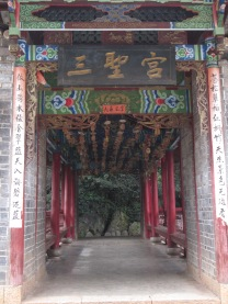 6214 - walking around lijiang