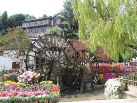 6233 - walking around lijiang downtown