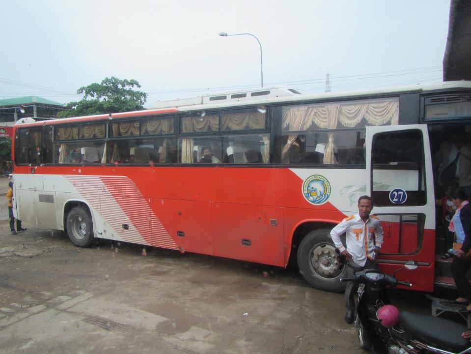 6604 - the bus to phnom penh