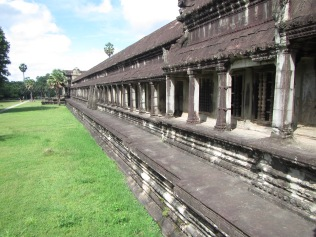 6965 - Exploring Siem Reap and Wats lots of wats day 2(Angkor Wat and Baphuon)