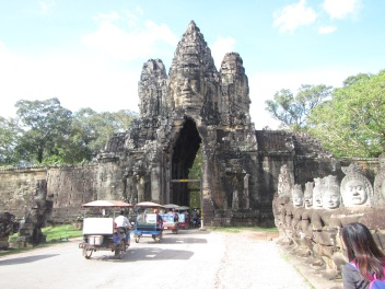 7025 - Exploring Siem Reap and Wats lots of wats day 2(Angkor Wat and Baphuon)