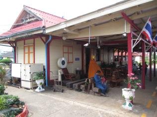 7241 - bus:tuk tuk:train ride from Siem Reap to Bangkok (what a trip)