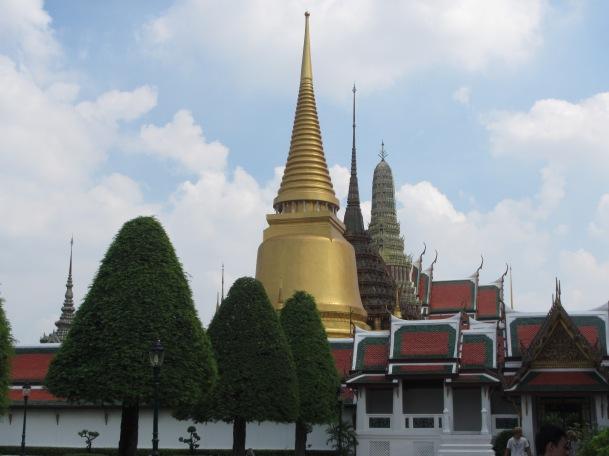 7282 - walking around Bangkok (Day 2 - the Imperial Palaces and Royal Crematorium)