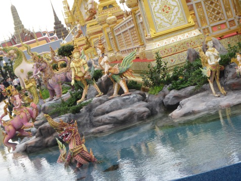 7320 - walking around Bangkok (Day 2 - the Imperial Palaces and Royal Crematorium)