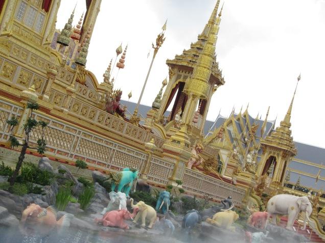 7323 - walking around Bangkok (Day 2 - the Imperial Palaces and Royal Crematorium)