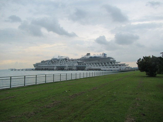 8134 - the last walkway in Singapore before the Ovation of the Seas