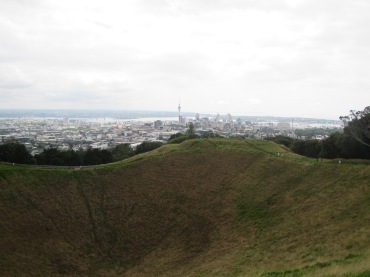 9470 - Hiking Mt. Eden in Auckland