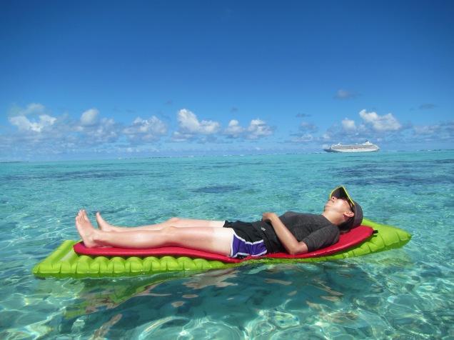 10632 - Aitutaki - Air mattress tour over the coral