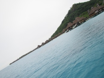 10786 - Bora Bora - underwater walk in the ocean