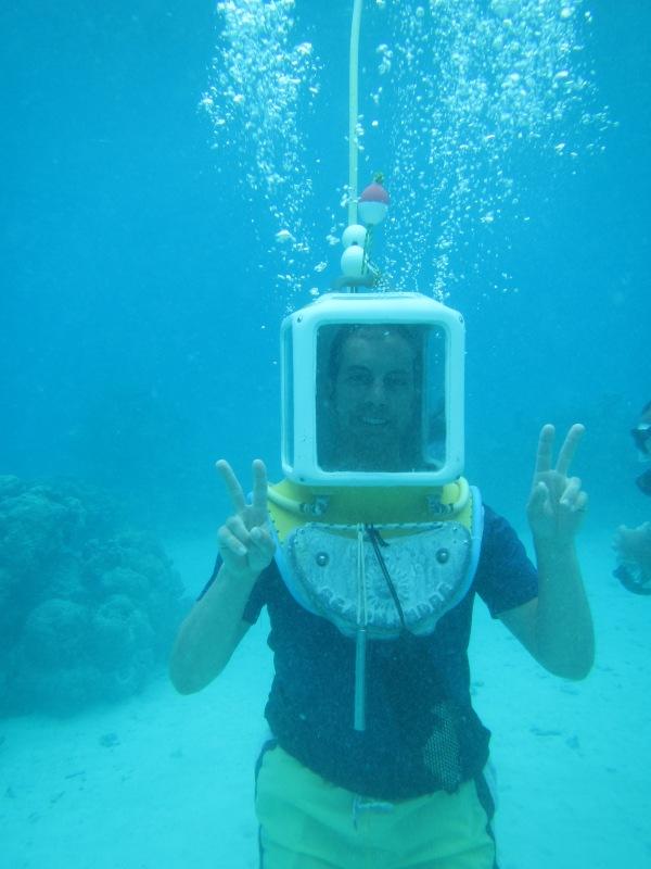 10798 - Bora Bora - underwater walk in the ocean