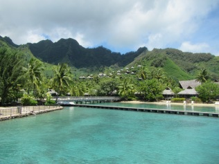 10889 - Moorea - The walk to the Intercontinental hotel and resort
