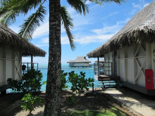 10890 - Moorea - The walk to the Intercontinental hotel and resort