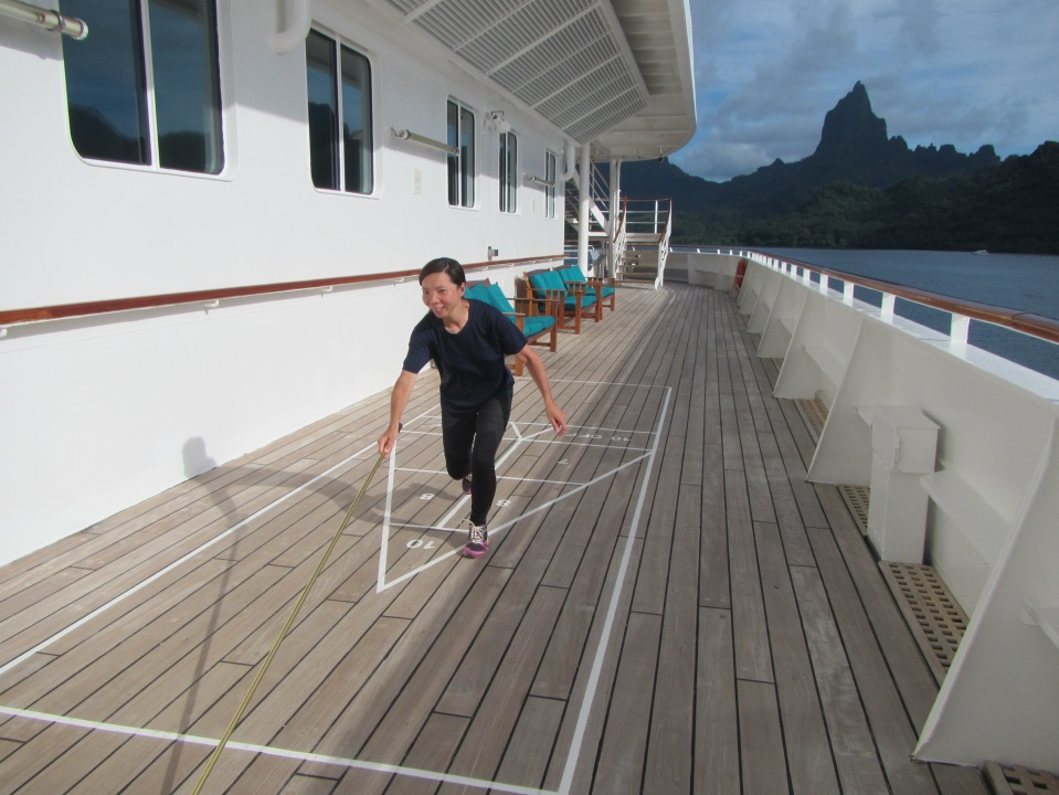 10911 - Moorea - Shuffleboard on the way out of town