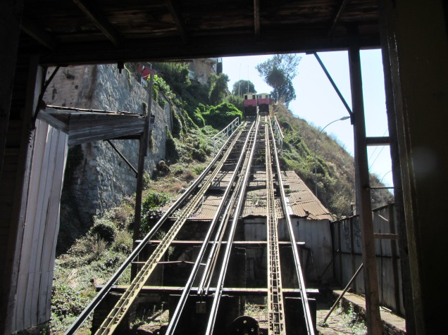 11559 - walking around Valparaiso
