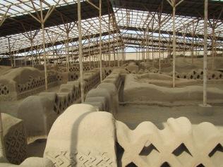 12687 - walking around the Ruinas de Chan-Chan