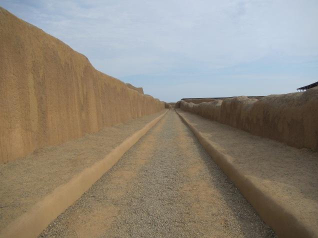 12704 - walking around the Ruinas de Chan-Chan