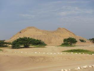 12718 - walking around the Ruinas de Chan-Chan