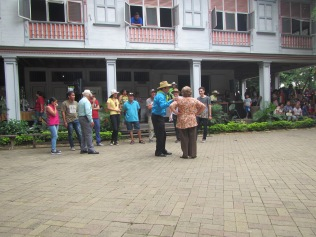 12788 - walking around the historical park and the bordwalk in Guayaquil