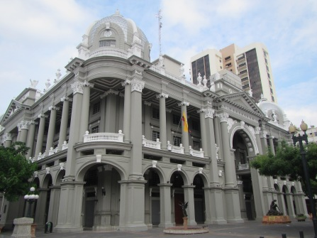 12790 - walking around the historical park and the bordwalk in Guayaquil