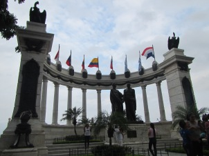 12800 - walking around the historical park and the bordwalk in Guayaquil