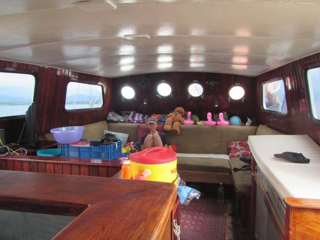 13420 - exploring the san blas Island(inside the boat)