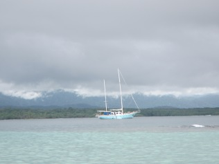 13422 - exploring the san blas Island(outside the boat)