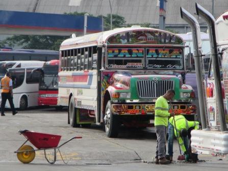 13633 - good looking bus in panama