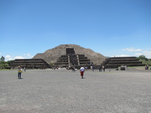 13964 -walking around the Mayan ruins just outside mexico city