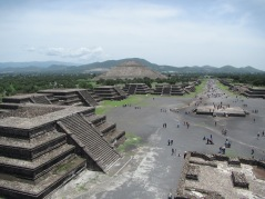 13973 -walking around the Mayan ruins just outside mexico city