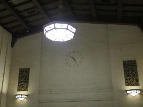 14149 -exploring San Jose and San Fransisco(inside train station)